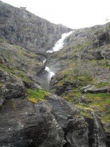 2014 Norwegen 4 Wasserfall mit Brücke
