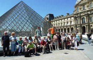2015 Gruppe vor dem Louvre